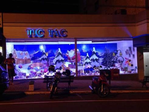 VITRINA TIC- TAC: Lojas e imóveis comerciais  por Veridiana Negri Arquitetura