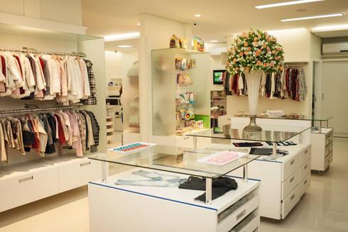 CRIANÇA FELIZ STORE: Lojas e imóveis comerciais  por Veridiana Negri Arquitetura