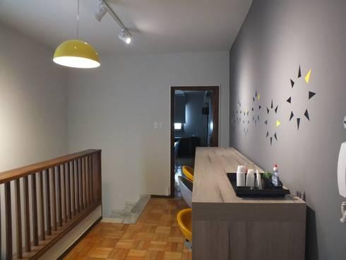 Coffee Break e espaço de convivência.: Escritórios  por Arketing Identidade e Ambiente