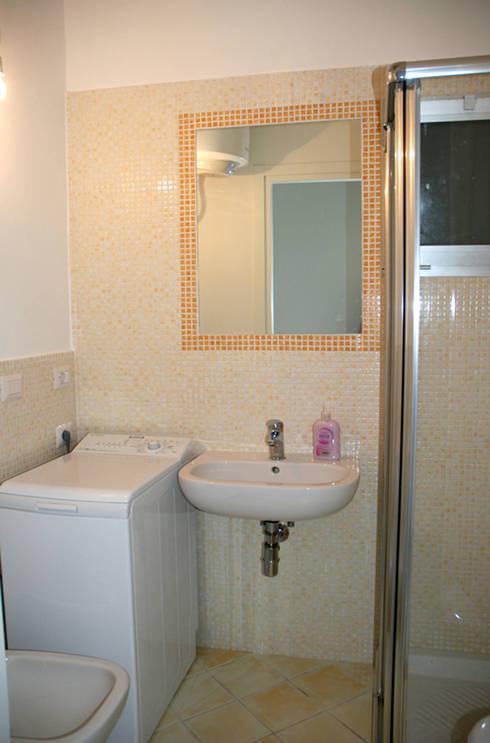 modern Bathroom by Ambienti in scena