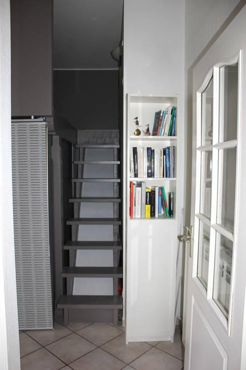 L'accès à la mezzanine: Chambre de style de style Moderne par Atelier OCTA