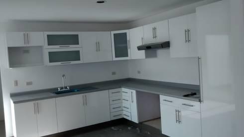 Carpinteria residencial: Cocinas de estilo moderno por seventh studio intrior