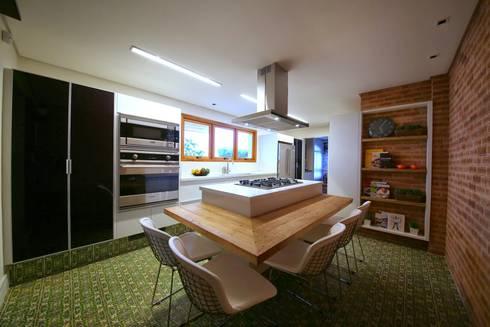 Residência Jardim Marajoara: Cozinhas modernas por MeyerCortez arquitetura & design
