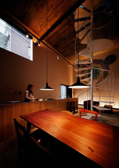 森ノ宮の家: 白坂 悟デザイン事務所が手掛けたキッチンです。