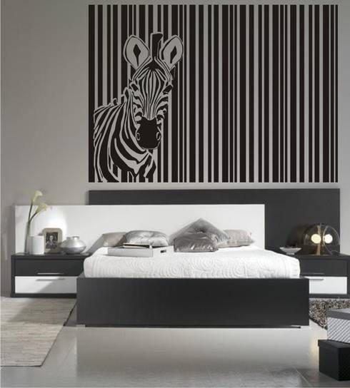 Cabecero de Cama cebra en vinilo decorativo: Dormitorios de estilo  de Visualvinilo