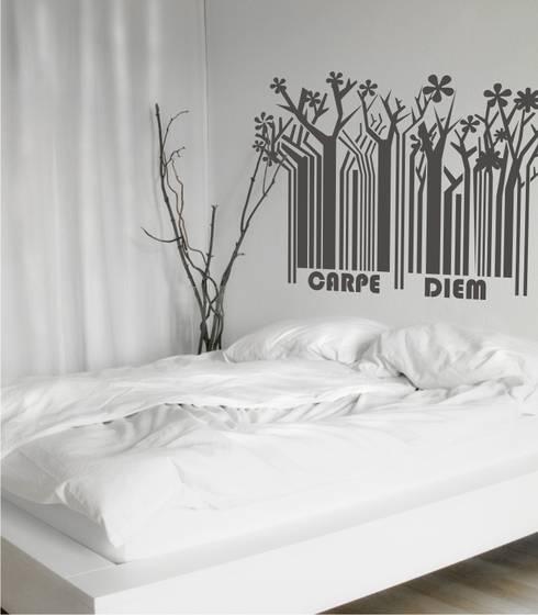 Vinilo decorativo Cabecero de Cama Carpe Diem: Dormitorios de estilo moderno de Visualvinilo