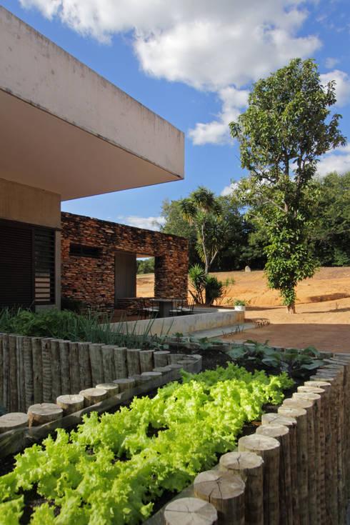 Casas de estilo  por COSTAVERAS ARQUITETOS