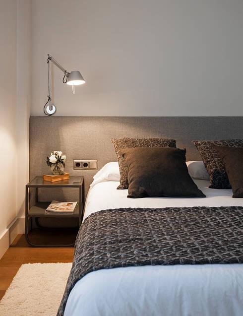 Dormitorio invitados: Dormitorios de estilo  de DyD Interiorismo - Chelo Alcañíz
