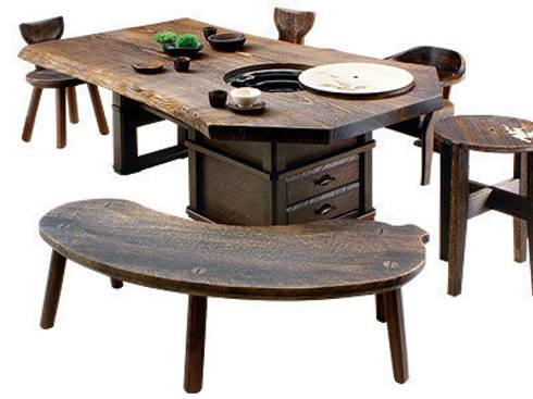 焼桐天然無垢囲炉裏テーブル: 桐里工房が手掛けたダイニングルームです。