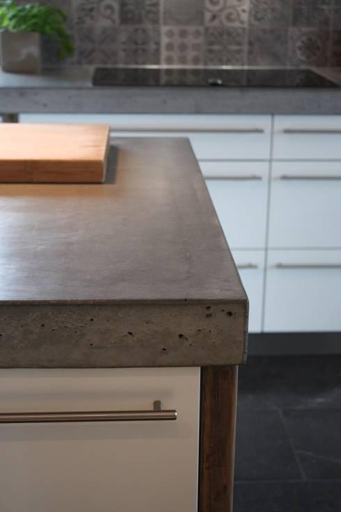 eine neue k che im industriedesign von concept beton homify. Black Bedroom Furniture Sets. Home Design Ideas