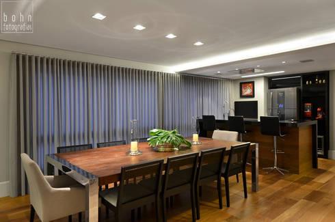 Living – Ambiente Estar e Jantar 160m2: Salas de jantar modernas por Carolina Burin Arquitetura Ltda