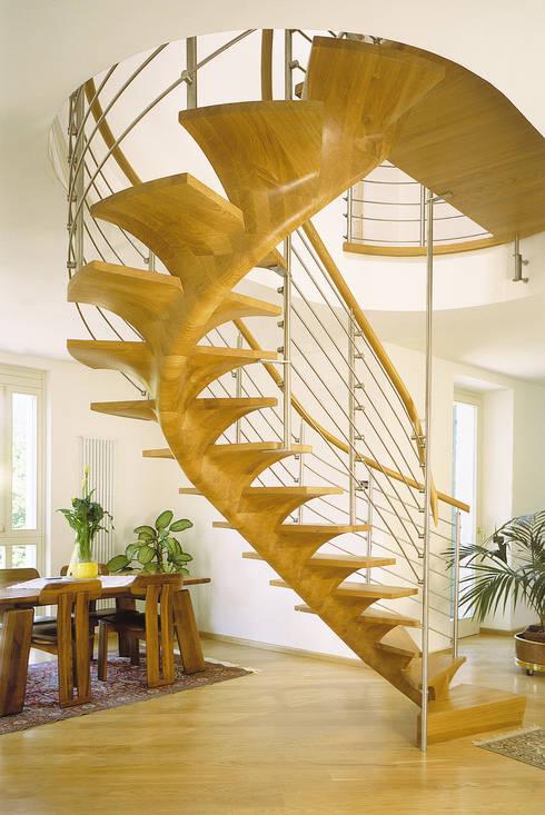 Прихожая, коридор и лестницы в . Автор – Siller Treppen/Stairs/Scale