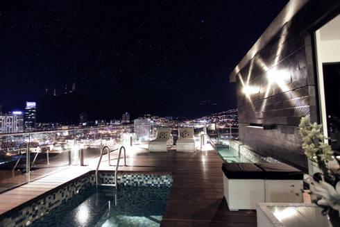 Vista Panorámica  : Albercas de estilo moderno por Diez y Nueve Grados Arquitectos