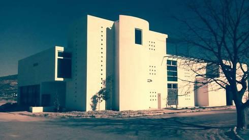 Residencia Country Club: Casas de estilo minimalista por Diseño Corporativo
