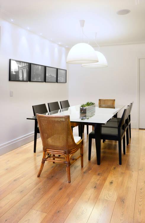 Apartamento Madeira: Salas de jantar modernas por Coutinho+Vilela