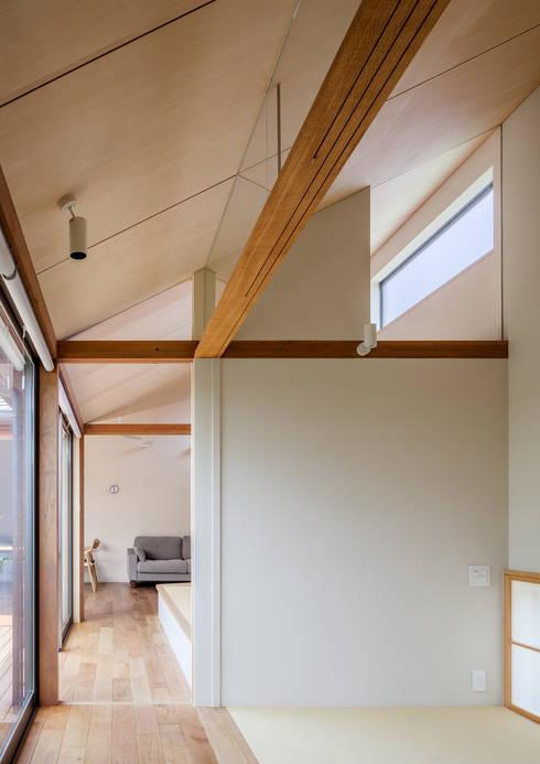 DONUT: 株式会社リオタデザインが手掛けた廊下 & 玄関です。