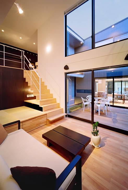猪高台の家: 笹野空間設計が手掛けたリビングです。