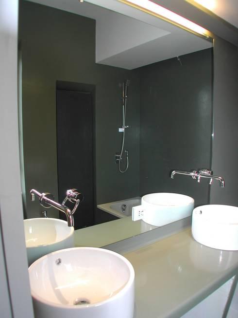 Ristrutturazione integrale_Casa Casciani: Bagno in stile  di giuseppe todisco