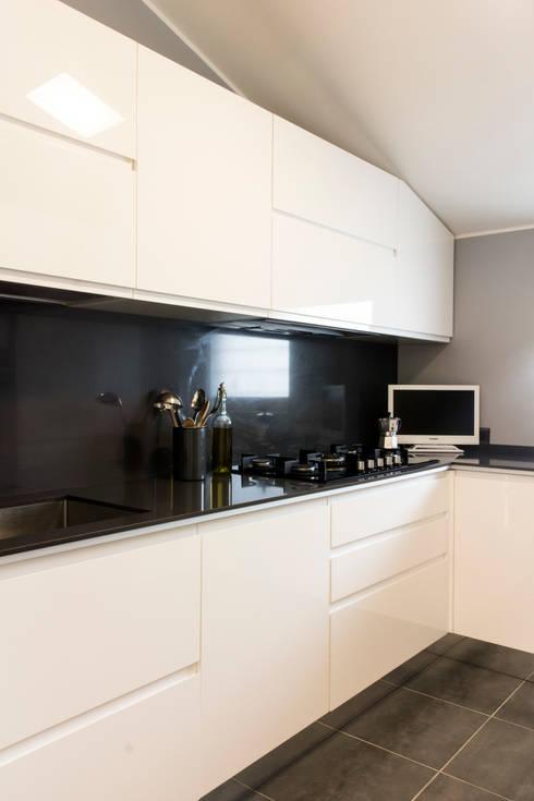 Appartamento a Roma di 75 mq: Cucina in stile in stile Minimalista di Concept