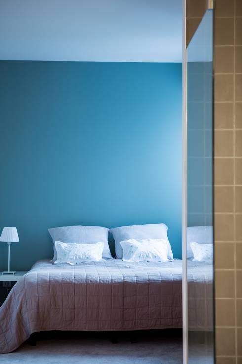 Appartement Neuilly-sur-Seine: Chambre de style  par Hélène de Tassigny