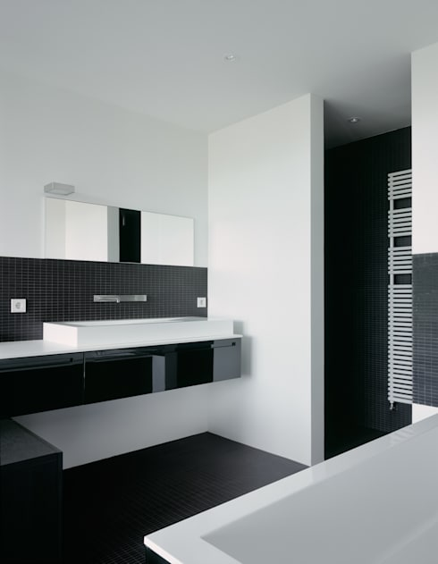 Badezimmer: minimalistische Badezimmer von PaulBretz Architectes