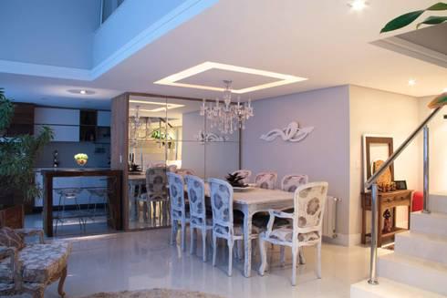 Projeto de Arquitetura de Interiores – Apartamento Família: Salas de jantar ecléticas por Sarah & Dalira