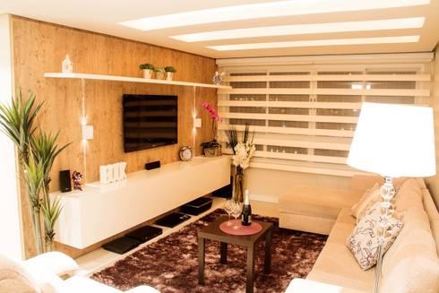 Projeto de Arquitetura de Interiores - Apartamento Casal: Salas de estar ecléticas por Sarah & Dalira