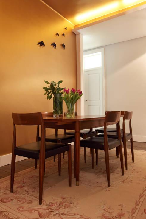 Apartamento Saldanha_Reabilitação Arquitectura + Design Interiores: Salas de jantar  por Tiago Patricio Rodrigues, Arquitectura e Interiores