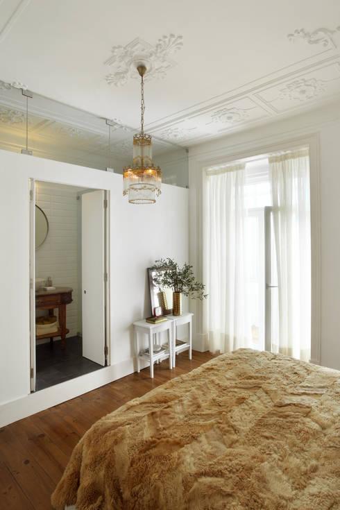 Apartamento Saldanha_Reabilitação Arquitectura + Design Interiores: Quartos ecléticos por Tiago Patricio Rodrigues, Arquitectura e Interiores