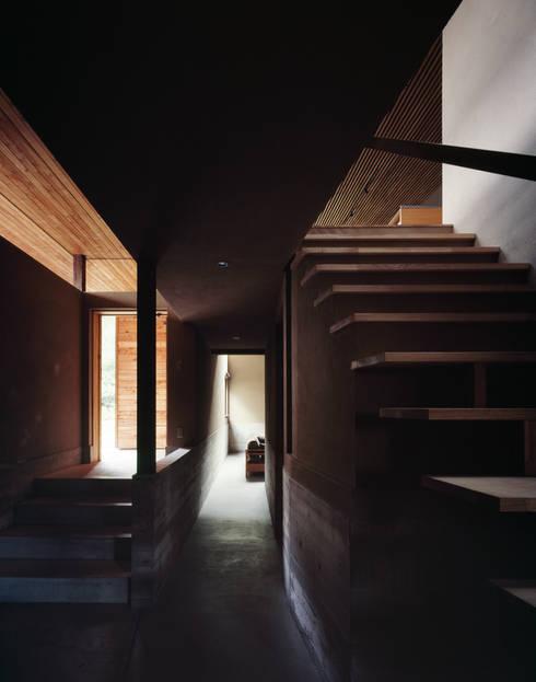 玄関: 合同会社永田大建築設計事務所が手掛けた玄関&廊下&階段です。
