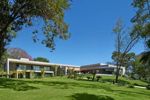 Fachada, Casa Amendoeiras.: Casas modernas por Beth Marquez Interiores