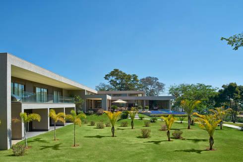Jardins, Casa Amendoeiras.: Jardins modernos por Beth Marquez Interiores