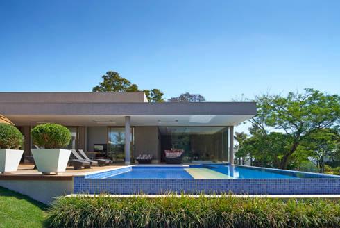 Piscina, Casa Amendoeiras.: Piscinas modernas por Beth Marquez Interiores