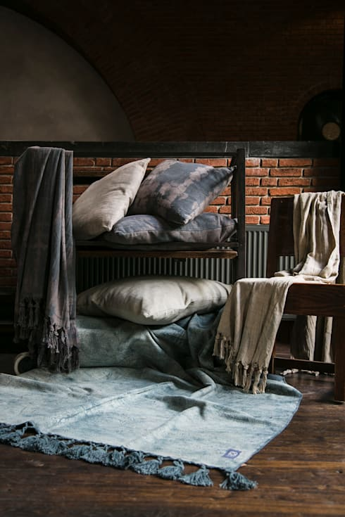 Mekong Nights collectie 15 - AAI made with love: moderne Woonkamer door AAI made with love