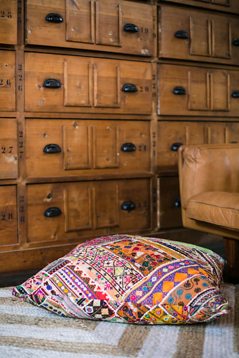 Vintage Noon collectie 15 - AAI made with love: moderne Woonkamer door AAI made with love