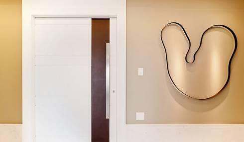 Lapa | Residenciais: Corredores e halls de entrada  por SESSO & DALANEZI