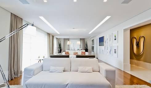 Lapa | Residenciais: Salas de estar modernas por SESSO & DALANEZI