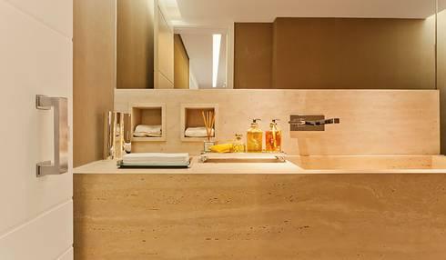 Lapa | Residenciais: Banheiros modernos por SESSO & DALANEZI