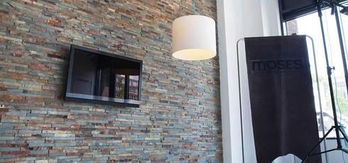 Wand in welkomsthal:  Kantoor- & winkelruimten door Xcel Stones