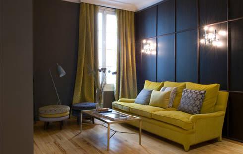 Sala de estar para showroom Grupo Lamadrid: Salones de estilo ecléctico de DyD Interiorismo - Chelo Alcañíz