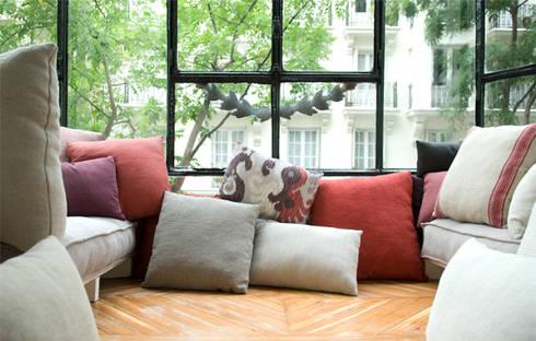 Balconada para Grupo Lamadrid: Dormitorios de estilo ecléctico de DyD Interiorismo - Chelo Alcañíz