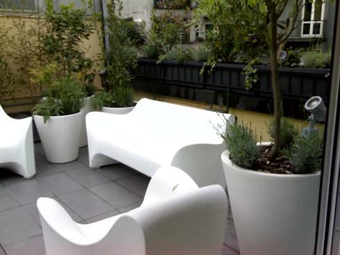 Il terrazzo: Terrazza in stile  di Arch. Silvana Citterio