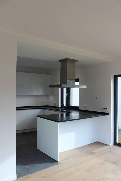 Haus E:  Küche von cordes architektur