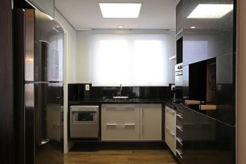 APARTAMENTO AV IGUAÇU: Cozinhas modernas por DIARNA GUS ESCRITORIO DE ARQUITETURA