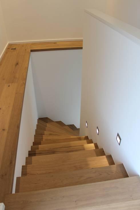 Haus E:  Flur & Diele von cordes architektur