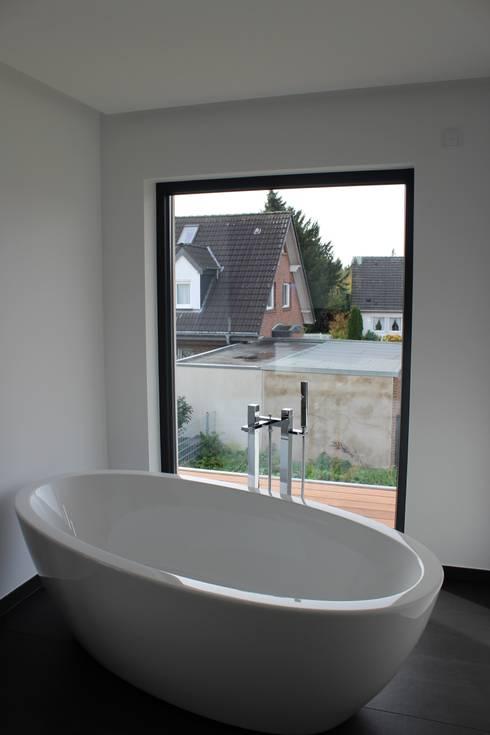 Haus E:  Badezimmer von cordes architektur