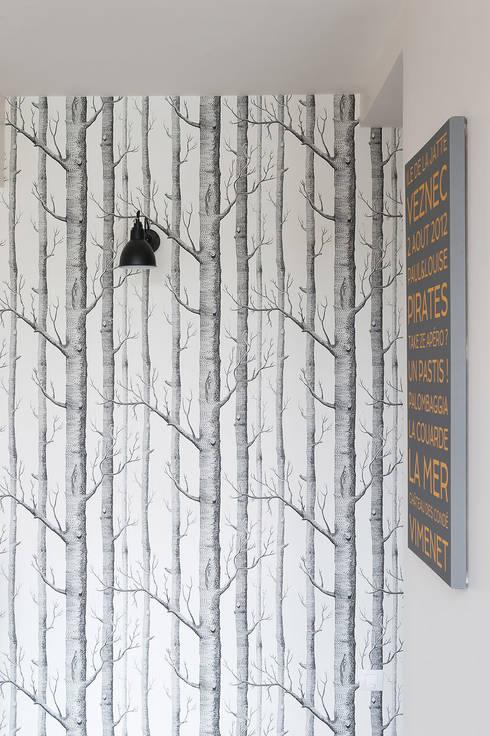 Triplex Ile de la Jatte: Couloir, Entrée & Escaliers de style de style Moderne par am alexandra magne