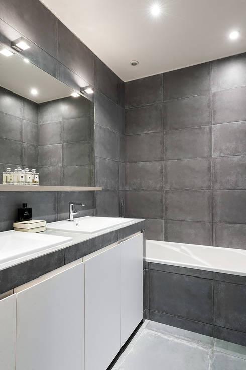 Triplex Ile de la Jatte: Salle de bain de style de style Moderne par am alexandra magne