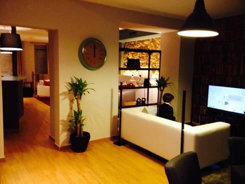2ª sala de jogo: Salas de estar modernas por Stoc Casa Interiores