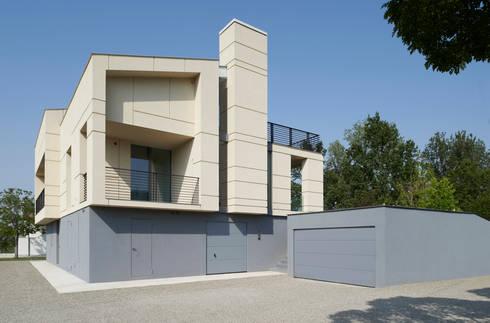 HDBV – housedouble quattro castella: Case in stile in stile Moderno di NAT OFFICE - christian gasparini architect